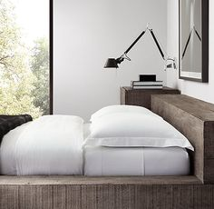 Bedroom Lamps, Bedroom Wall, Master Bedroom, Bedside Wall Lights, Flat Interior, Home Furnishings, Luxury Homes, Bed Pillows, House Design