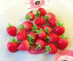 Miniature Fruit  Strawbery  10pcs 14mm For Deco by SweetieTiny, $5.99