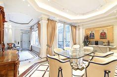Impressive baroque living room in Vienna // Traumhaftes Wohnzimmer in Wien