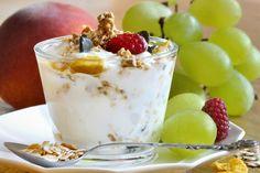 Cereal...frutas...yogurt...delicioso!
