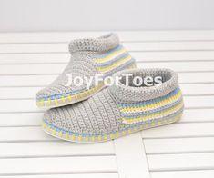 Zapatos verde zapatillas de ganchillo por la calle por JoyForToes