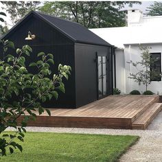 Have you jumped on the dark exterior bandwagon? 🙌🏼 Currently obsessed with design and style. And that brass… Exterior House Colors, Exterior Design, Black Exterior, Salons Cottage, Facade House, Black House, Black Shed, Black Barn, Architecture