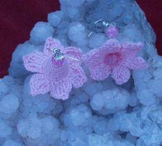 Rózsaszín Alize Forever-ből horgoltam ezt az aranyos kis harangvirág fülit.