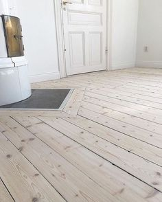 Soapstone in the hardwood for tile stove. Us White House, Pastel Decor, Welcome To My House, Compact Living, Scandinavian Interior Design, Beach House Decor, Home Decor, White Rooms, Wooden Flooring