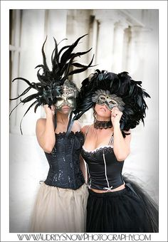 i really want to have a masquerade party :)