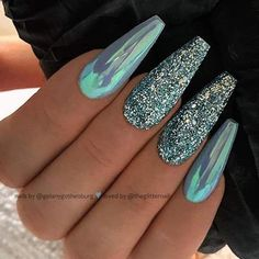 Chrome Nails Ideas & Inspo - Fall in love with sassy chromes - Hike n Dip icy blue Chrome nails Chrome Nails are extremely Popular Nail Design trend in Check out how to wear Chrome Nails & also Chrome Nails Ideas and designs ideas and inspo. Blue Chrome Nails, Blue Nails, Glitter Nails, My Nails, Chrome Nail Art, Gold Chrome, Chrome Nails Designs, Acrylic Nail Designs, Gorgeous Nails