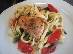 Frisk pasta med grønsager og laks……..