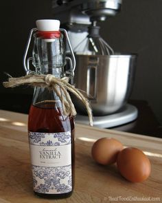 I can't believe how easy it is to make homemade vanilla extract!! This will make awesome Christmas gifts this year!