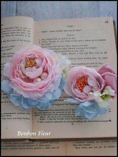 2015年02月 : Bonbon Fleur ~ Jours heureux コサージュ&和装髪飾り Fabric Flowers, Paper Flowers, My Church, Corsages, Handmade Flowers, Flower Making, Wedding Bouquets, Kimono, How To Make