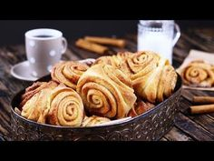 Cut the roll of dough at angles and press a wooden spoon down on the portions. Do this and your cinnamon rolls will come out just right. Sweet Pastries, Cinnamon Rolls, Cinnamon Swirls, Something Sweet, No Bake Cake, Sweet Tooth, Bakery, Sweet Treats, Dessert Recipes