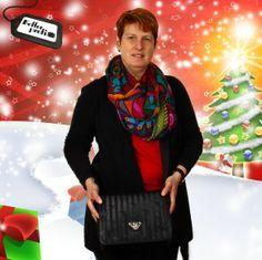 Unsere Geschäftsführerin Judith mit ihrem Geschenk-Tipp zu Weihnachten: Die handgefertigten Desginerhandtaschen von Mollerus sind zeitlos elegant und passen zu jedem Outfit.
