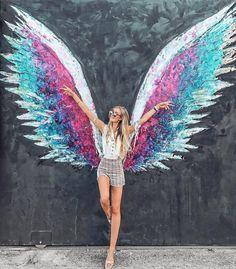 Our Highlights in Los Angeles pilotmadeleine Uncategorized Chalk art wings Graffiti Murals, Street Art Graffiti, Mural Art, Wall Art, Angel Wings Art, Colette Miller Wings, Wings Drawing, Sidewalk Chalk Art, Chalk Drawings