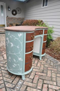 painted mahogany kidney shaped desk, painted furniture, I thought it was nice to put a lighter color on the inside panels that was you can really see the detail of the trim Refurbished Furniture, Paint Furniture, Repurposed Furniture, Furniture Projects, Furniture Making, Furniture Makeover, Bedroom Furniture, Parasol, Upcycled Crafts