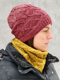 Gespeg is a slouch hat, perfect for cold days or chilly nights. Gespeg features a slipped stitch pattern, a twisted stitch ribbing, and beautiful crown shaping and just enough slouch to have a young and hip vibe. Pull it down on your ears or wear it a little bit higher, you won't want to take it off!