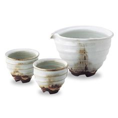 Hagi-yaki (japanese pottery): snow-design cold sake set.  Made in the Hagi City area in Yamaguchi Prefecture. Popular among tea ceremony practitioners.  The most prized quality of Hagi-yaki is its high water absorbency, that will change its color after long years of use as tea or alcohol seeps in.  The item featured here is a set of cups and wide jug, perfect for serving cold sake. It is recommended for those who want to enjoy a drink in style.