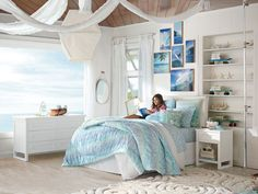 Coastal Bedrooms, Coastal Living Rooms, Living Room Decor, Beach Themed Bedrooms, Barn Bedrooms, Bedroom Themes, Girls Bedroom, Bedroom Decor, Bedroom Ideas