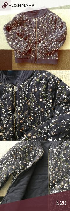 Baby GAP bomber jacket flower print size 5 Trendy spring jacket perfect for Spring in 🌸🌸🌸 print, navy blue collar, size 5 metal zipper and two side pockets. Really cute style that can transition from fall to Spring. Make me an offer!! GAP Jackets & Coats