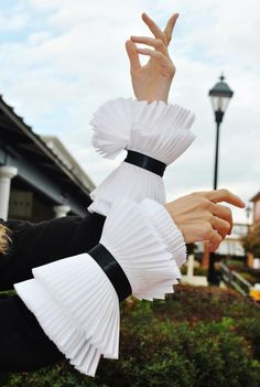 High Cuffs/Couture Hand Pleated cuffs/Black and white cuffs/Ruffled cuffs/ Ruffled detailed cuffs/Sleeve detail/Fashion sleeve/Pleats Couture Details, Fashion Details, Fashion Design, Lace Cuffs, Cuff Sleeves, Moda Peru, High Collar Shirts, Sleeve Designs, Dress Designs