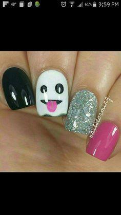 Cute Halloween nails.