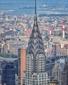Beautiful close up to the Chrysler Building by Manny newyorkpictures Chrysler Pt Cruiser, Cadillac Eldorado, Chrysler Building, Bugatti Veyron, Ny Map, Central Park Manhattan, New York Pictures, Nyc Skyline, Honeymoon Places