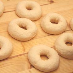 Bagel recept lépésről-lépésre 21. fázisfotó Bagel, Doughnut, Rolls, Buns, Breads, Desserts, Food, Bread Rolls, Tailgate Desserts