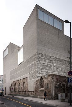 Finn Wilkie — Peter Zumthor, Kolumba Museum, Cologne- 2007- Renovation-Rehabilitation- réédition d'une ancienne baisse en musée, la transformation de cet espace permet de garder le lieu habituel en le réhabilitant, ce qui permet de garder l'authenticité du lieux et entre dans le cadre du musée