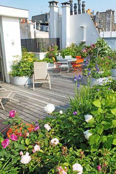 33 Fabulous Outdoor Lighting Ideas to Liven Up Your Outdoor Living Space - The Trending House Rooftop Garden, Balcony Garden, Garden Cafe, Small Gardens, Outdoor Gardens, Best Outdoor Lighting, Outdoor Decor, Eco Garden, Pergola Diy
