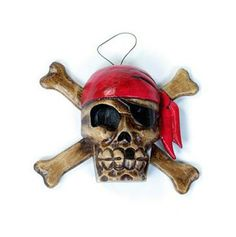 Hand carved, distressed look hanging pirate plaque. Made in Indonesia from Albesia wood approx size 20 x 8cm