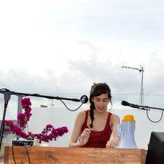 La Maria Coma en directe a la terrassa del Portal 22 de Valls