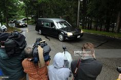 The hearst carrying the body of Eunice Kennedy Shriver arrives at Our Lady of…