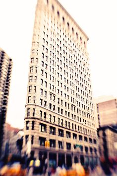 New York >>> Atmospheric shot of the iconic Flatiron Building.
