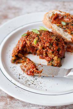 Tatar z suszonych pomidorów i grillowanej cukinii