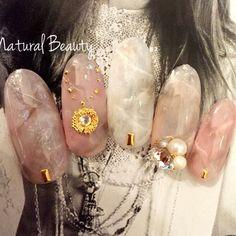 ネイル 画像 Natural Beauty 赤坂 1469454 アースカラー ベージュ アンティーク タイダイ パール ビジュー オールシーズン ソフトジェル ハンド ミディアム