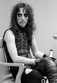 alice cooper. such a great musician! it's unbelievable