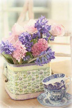 Spring flowers in lavender and pink ~ Vignette
