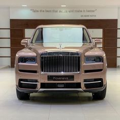 Petra Gold Rolls-Royce Cullinan Showcased With Moccasin Interior Classic Cars British, Best Classic Cars, Basket Chanel, Rolls Roys, Rolls Royce Black, Royce Car, Vintage Rolls Royce, Rolls Royce Cullinan, Fancy Cars