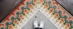 We love penny tile and have found 6 historic installations across the United States to inspire your next design. From modern to classic, these designs will blow your mind. Penny Tile Floors, Bathroom Floor Tiles, Mosaic Floors, Kitchen Backsplash, Wall Tiles, Ceramic Mosaic Tile, Mosaic Art, Hex Tile, Cement Tiles