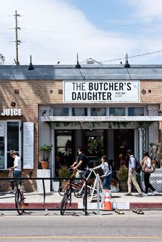 9 amazing & yummy places to eat healthy in Los Angeles - The Butcher's Daughter in Venice Los Angeles Food, Los Angeles Travel, Los Angeles Restaurants, Venice Los Angeles, Downtown Los Angeles, San Diego, San Francisco, Places To Eat, The Places Youll Go