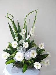 Imagem relacionada Floral Arrangements, Flower Arrangement, Leaves, Iglesias, Floral Designs, Flowers, Plants, Flower Arrangements, Planters