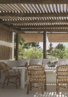 Outdoor dining room: 23 great ideas for the courtyard and the balcony | My desired home Outdoor Landscaping, Outdoor Gardens, Outdoor Dining, Outdoor Spaces, Balcony Garden, Patio Design, Resorts, Provence, Beautiful Homes