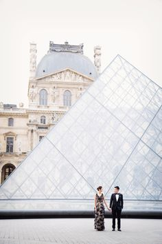 Paris destination wedding photographer- France - Paris-intimate weddings elopements engagements couple and family portraits