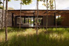 Botánica Oficinas & Showroom by Vin Varavarn Architects