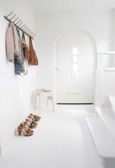 Entrance ornament: why select the Scandinavian fashion? - New Deko Sites Door Entryway, Entry Hallway, Entryway Decor, Scandinavian Fashion, Scandinavian Home, Compact Furniture, Decoration Entree, Turbulence Deco, Amazing Decor