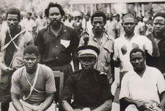 John Okello al centro con el kepis puesto junto a miembros del grupo revolucionario. Fotos suministradas - El Nuevo Liberal