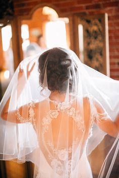Vintage Romance at Carondelet House // Style Me Pretty Cheap Wedding Dresses Online, Vintage Romance, Classic Wedding Dress, Wedding Veils, Bridal Beauty, Dream Wedding, Wedding Shit, Perfect Wedding, Wedding Inspiration