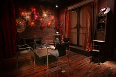 Event space & photography studio located in Tribeca, Manhattan         facebook.com/ThingsToLookAtStudio         Instagram: @ThingsToLookAtStudio