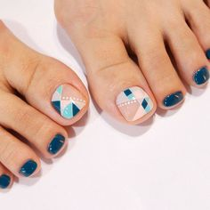 Pretty Nail Art Designs for Toes picture 1 Simple Toe Nails, Pretty Toe Nails, Cute Toe Nails, Summer Toe Nails, Summer Pedicures, Pedicure Nail Art, Toe Nail Art, Pedicure Colors, Manicure Ideas