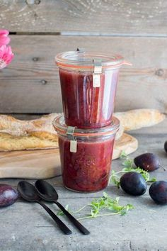 Sweet and spicy plum chutney Plum Recipes, Spicy Recipes, Drink Recipes, Chutneys, Healthy Eating Tips, Healthy Nutrition, Ketchup, Plum Chutney, Feeding Goats