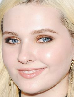Close-up of Abigail Breslin at 20th Century Fox's Comic-Con 2015 party. http://beautyeditor.ca/2015/07/19/best-celebrity-beauty-looks-ashley-madekwe