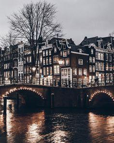 Windows and bent houses #amaterdam